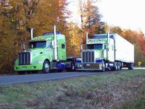 Camions SGE sur route